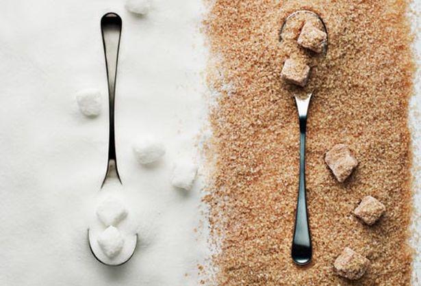 Коричневый сахар отличается от белого только наличием патоки