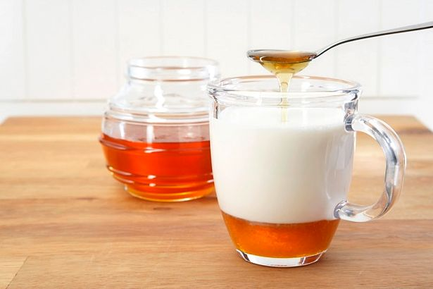 Можно пить молоко с медом в качестве снотворного перед сном