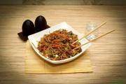 Лапша якисоба с мясом и овощами