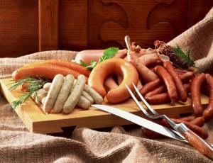 Колбасные изделия богаты натрием