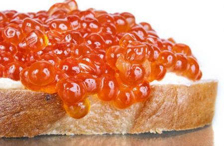 Красная икра - полезный и калорийный продукт