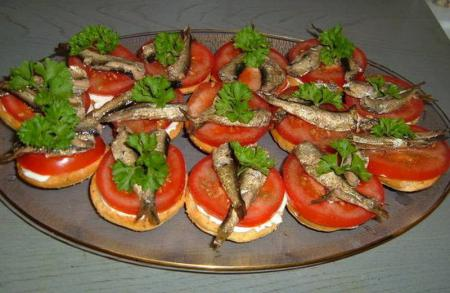 Горячие бутерброды со шпротами рецепт