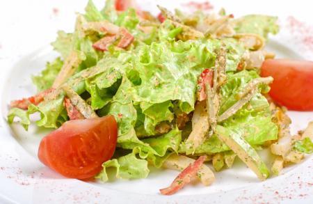 Cалат с сайрой и оливками - рецепт с фото