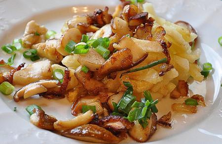 Подосиновики жареные с картошкой - рецепт с фото